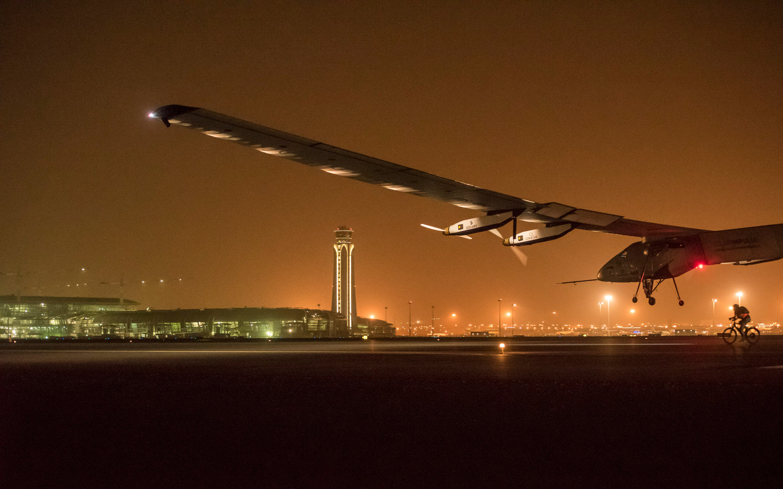 Around the World in a Solar Plane 42,000km Without a Drop of Fuel