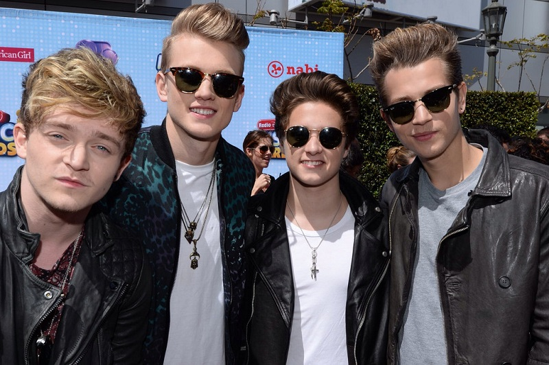Sabrina Carpenter will be Touring with Hit Band The Vamps