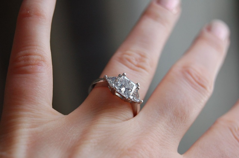 British People Spending Less on Their Engagement Rings