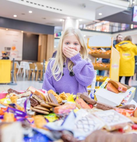 Children's Additional Sugar Overload Per Year Showcased in Food Pile up