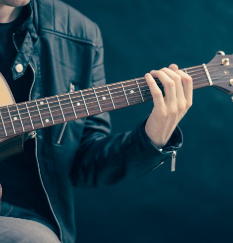 Travel Tips for Guitarists – Guitar-saving ideas & hacks