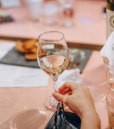 6 Benefits of Buying Wine Online