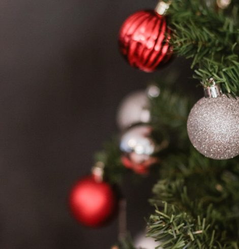 Easy Christmas Decorating Ideas and Hacks