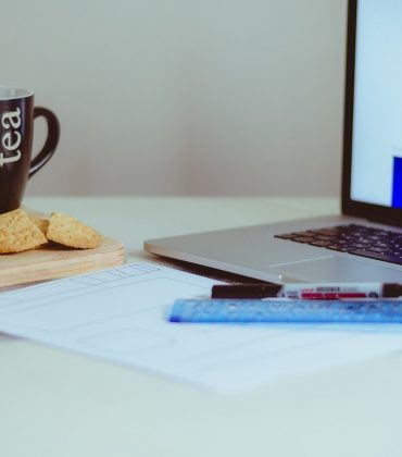 How To Snack Healthy At Work
